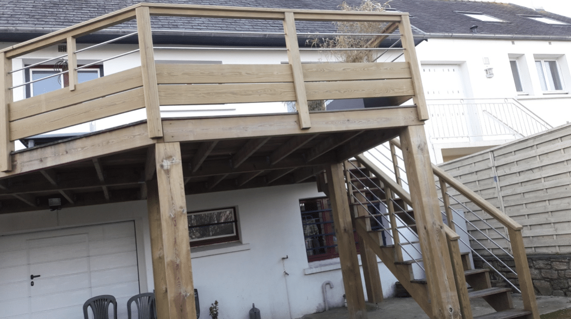Escalier extérieur en pin traité classe IV