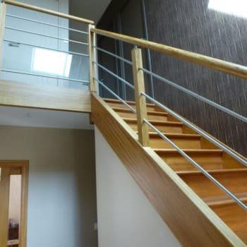 Escalier en Movingui réalisé par la Menuiserie des Abers