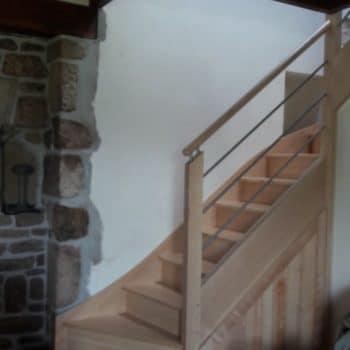 Escalier en frêne conçu par la Menuiserie des Abers